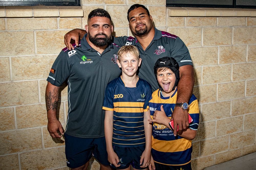 Dave Feao and Taniela Tupou with fans in Dalby. Photo: QRU Media