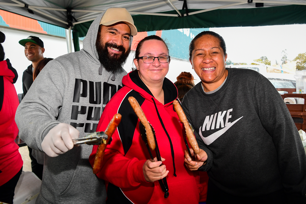 Club co-founders Afa Polo and Lisa Campbell with Linda Utumapu selling sausages at Bunnings in Cranbourne. Photo: Rugby AU Media/Stuart Walmsley